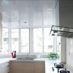 Best Kitchen Lighting Contractor 现代厨房装修设计需要注意的细节 天天快报 2 吊柜下面最好有灯光厨房灯光需分成两个层次 一个是对整个厨房的照明 一个是对洗涤 准备 操作的照明 后者一般在吊柜下部布置局部灯光 设置方便的开关装置