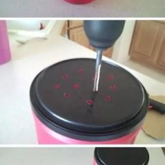 Kitchen Compost Container Wicker Stools 想要在家里diy堆肥 下面这12个实用的创意就能轻松做到 天天快报 这个是平常的废弃盒子制作出来的堆肥箱 制作特别简单 不需要太多的材料 在顶部钻孔 将一些菜叶 果皮 鸡蛋壳 咖啡渣或茶渣放进去 适当添加清水 搅拌后放在温暖
