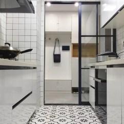 Kitchen Entry Doors Cheap Island 4种最新流行的厨房门 确实漂亮 天天快报 之所以迅速蹿红 主要原因是其颜值较高 像是一个相框将厨房的景象框在我们眼前 其次是黑款玻璃门实在是百搭 无论什么风格都能全hold住 最后便是其通透性 能保证