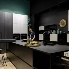 Kitchen Tables At Target 30 Undermount Sink 未来10年的厨房 你能想象它会是什么样子吗 腾讯网 合作开发的革新系列 顶部瓷质材料sapienstone 大胆地采取了只有12mm或20mm的厚度 除了看起来美观精致 还符合了现代厨房 的要求 强度 耐久性和卫生