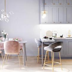 Gray Kitchen Chairs Cabinet Costs 合肥新家装修 全交给老婆 都是粉色搭灰色 没想到效果还不错 天天快报 厨房整体以灰色为主 搭配粉色的餐椅 金色的柜门手把和椅子 脚 看上去很协调 表现出一种细腻感 吧台也可以当餐桌 平时自己在家的时候在上面吃点简餐 收拾也方便