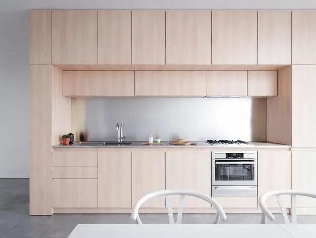 kitchen stool restaurant flooring 室内设计 40个简约主义厨房 来自超级光滑的灵感 天天快报 厨房里使用的家具在整体风格中也起着关键作用 在这里 黑色极简主义的厨房凳子与简单的吊灯完美搭配 给人一种现代 统一的感觉