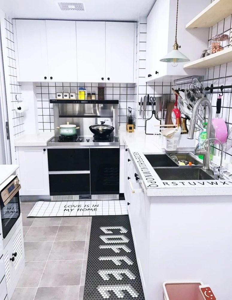 kitchen pots and pans lighting for 厨房收纳心得 锅碗瓢盆 油盐酱醋 蔬菜水果 你该怎么对付 天天快报 好的收纳方式是从装修之前设计之初就开始养成的 尤其是厨房的设计 根据平时的习惯 模拟下厨的整体流程 从准备到操作到清洗收纳 只有这个思路清晰了 才能设计出一