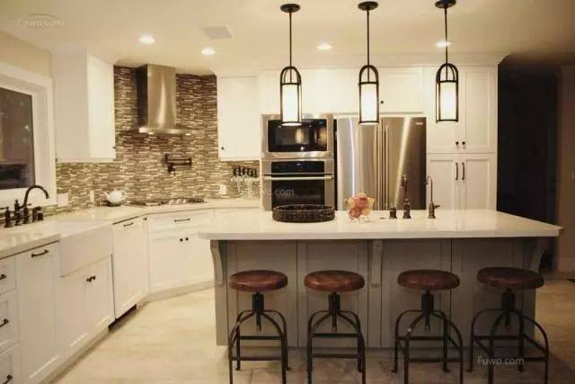 kitchen ceiling lights appliances stores 如果你以为厨房灯具可以随便选 那麻烦就大了 腾讯网 你以为在厨房天花板上装一个吊灯就可以了吗 你以为在厨房装普通灯泡就行了吗 你以为厨房灯具的选购和客厅卧室的没有差别吗 如果你的答案是 是 那么你真的很有必要