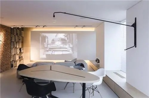 unique kitchen tables ashley furniture table 柔和 温暖 舒适的二人世界 天天快报 客厅的公共区域摆放着岛屿状的沙发 并配有墙壁投影 餐厅中造型独特的桌子可供7个人使用 与简约的厨房融合在同一个空间内