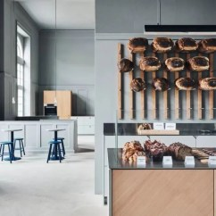 Kitchen Showrooms Sink Grinder 你的厨房写着你的名字 天天快报 截至去年年底 Reform 已经销售了将近1000 套厨房设计 销售范围涵盖了20 多个国家 最近 他们还在奥尔胡斯开出了全球第4 家展厅 一个250 平方米的包括了陈列室和
