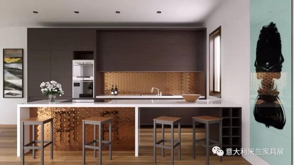 kitchen island hood wooden play 30个设计细节让厨房风情万种 天天快报 22 铜制装饰面板把这个厨房的两个单元在视觉上巧妙的链接在一起 背面的铜板位于较高的位置 以保持它在客厅的其他位置可见