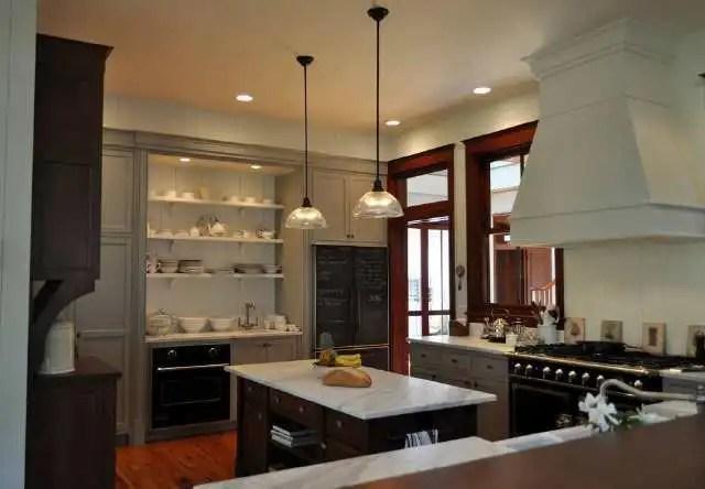 kitchen console wood and glass cabinets 十个厨房九个错装 看看你家中了哪一个 天天快报 大多数国内房屋都是按照制度设计来设计的 厨房小而小 原来的地方还不够 当进入7788的小电器时 控制台的位置是不够的