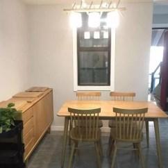 Distressed Kitchen Chairs Black And White Striped Rug 再简装也不能少电视墙 89 只贴白色文化砖拉高整个装修的档次 天天快报 玄关进门就是厨房餐厅区 家具虽然花钱不多 但是都是简易的原木款式 原木的餐桌椅和餐边斗柜 成品的柜子屋里也没有那么多味道 环保多了