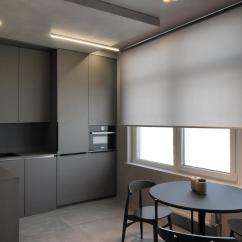 Distressed Kitchen Chairs Pictures Of Remodeled Kitchens 实拍50平米灰色调小户型开放式设计放大空间 天天快报 与酷酷的厨房相对于 餐桌和餐椅也均选择了深灰色接近黑色的材料