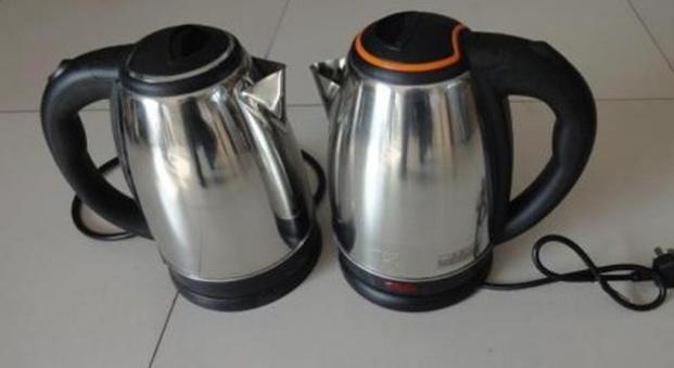 kitchen aid electric kettle sinks drop in double bowl 电热水壶烧水时要注意4点 不然烧水比塑料还毒 快学学 天天快报 在我妈都会使用电热水壶来烧水 这样非常的方便 但是在使用的过程中需要注意一下这几点 一起来看看吧