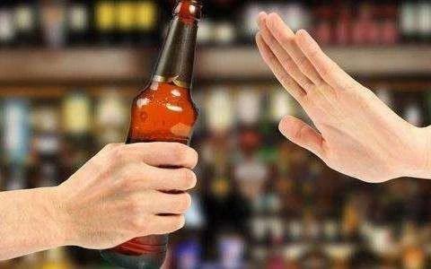 同学饮酒致高位截瘫被索赔,高校禁酒迫在眉睫