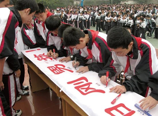 """盲目的""""男子汉教育"""",对中国男孩可能有害"""
