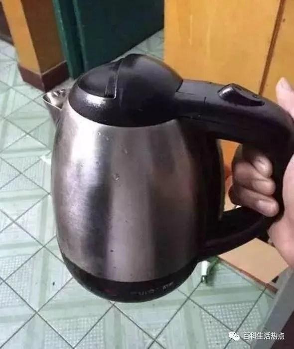kitchen aid electric kettle create layout 电热水壶烧水比塑料还 毒 教你1个方法 以后可以放心喝水了 天天快报 现在生活中烧水壶已经成为了日常必不可少的工具 但是电热水壶也有好坏 如果不小心买到劣质电水壶 烧出来的水喝久了可能致癌 对身体伤害很大
