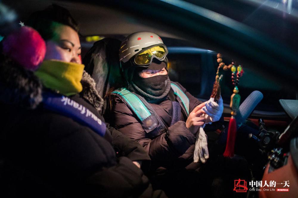 我的春节不放假:冰城女司机深夜代驾 月入破万要给妈买件貂