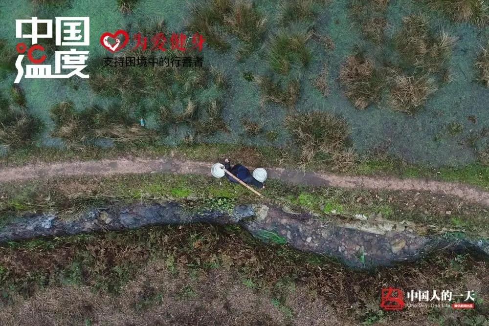 中国人的一天:爷孙三代深山挑水煮茶百余年 家人反对被迫分居十几年