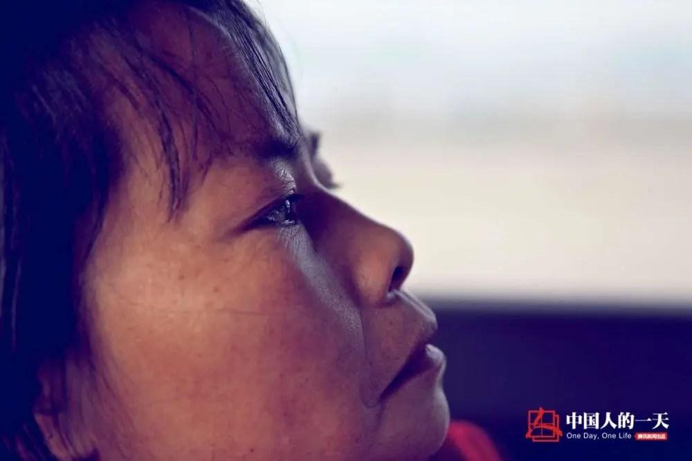她被亲姑姑卖给人贩嫁给大16岁男人 独自打工撑起大山里的家