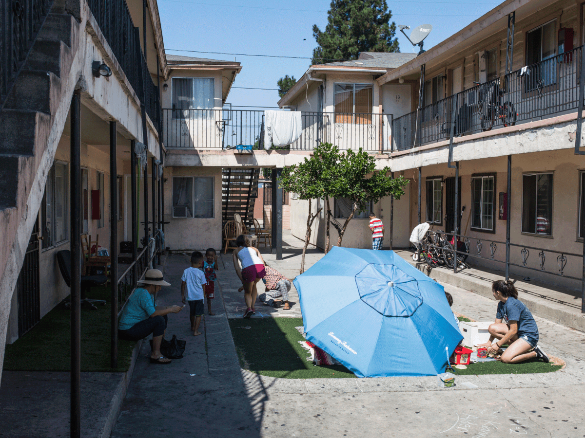 Families are shown in the courtyard of an apartment complex near Ibarra Elementary School in City Heights on Aug. 21, 2017. Many of the families living there are Syrian refugees. (Megan Wood/inewsource)