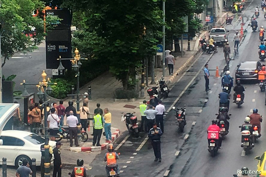 A crowd gathers near the site where explosions were heard in Bangkok, Thailand, Aug. 2, 2019, in this image obtained via social media. (Twitter/@YRNMXSK)
