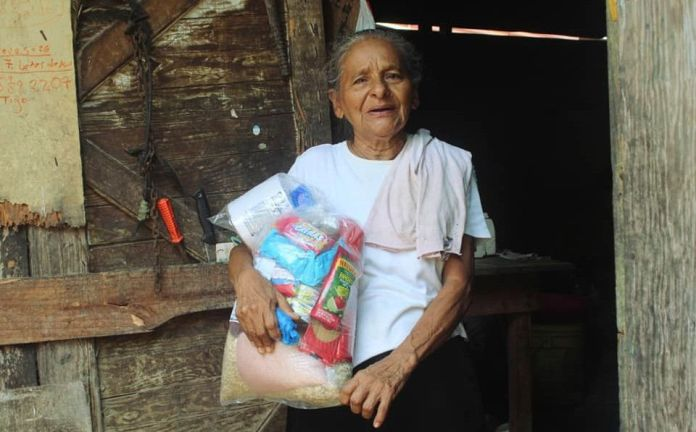 Entrega de víveres en Puerto Barrios