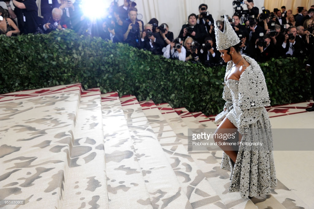 rihanna galliano met gala 2018