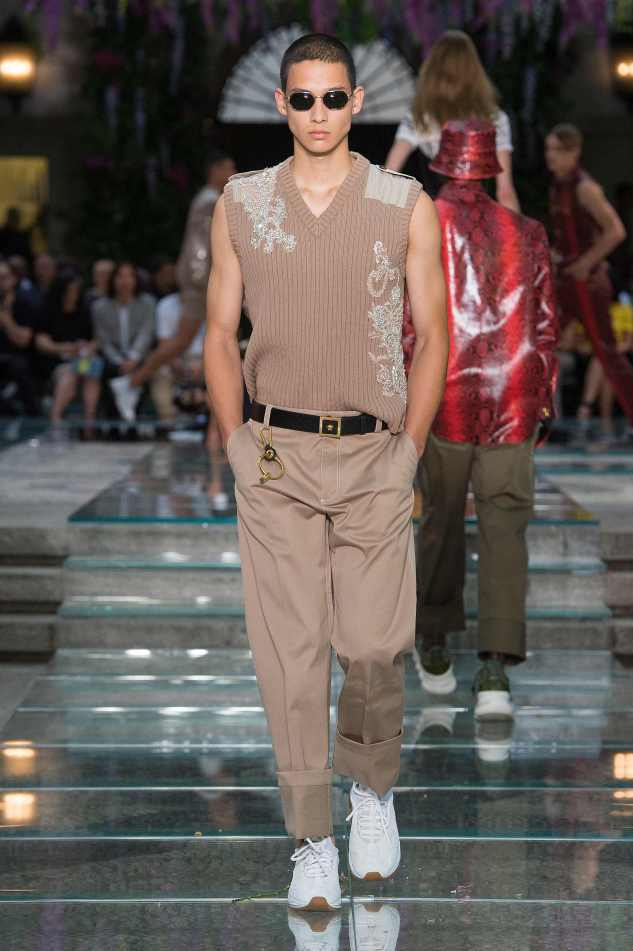 versace ss19 menswear sleaveless knit embroidery