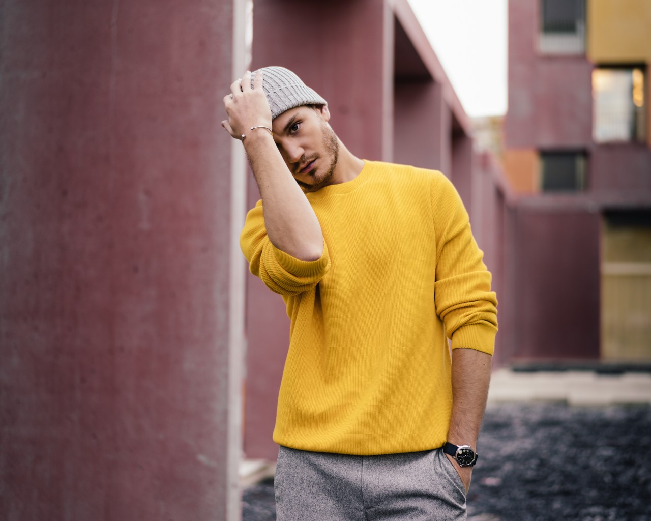 cos yellow cotton sweater light grey beanie men's fashion style swiss blogger infashionity henri balit