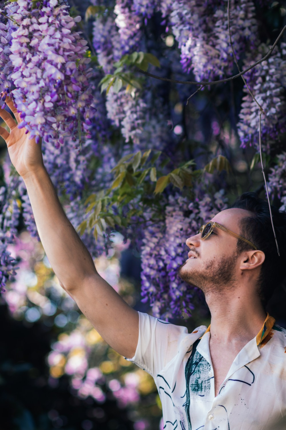 man with lilac flowers fashion blogger