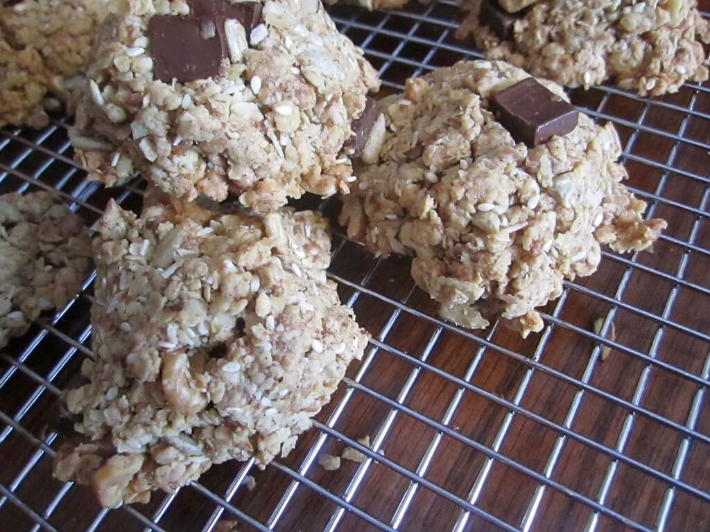 Chocolate Chip and Oats Cookies | infinebalance.com #healthy #vegan