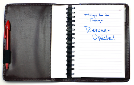 A leather daily planner with a resume reminder.