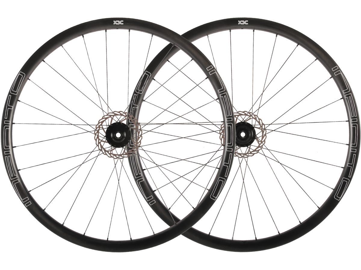 X3C – Zwarte velg – Zwarte naaf – 1
