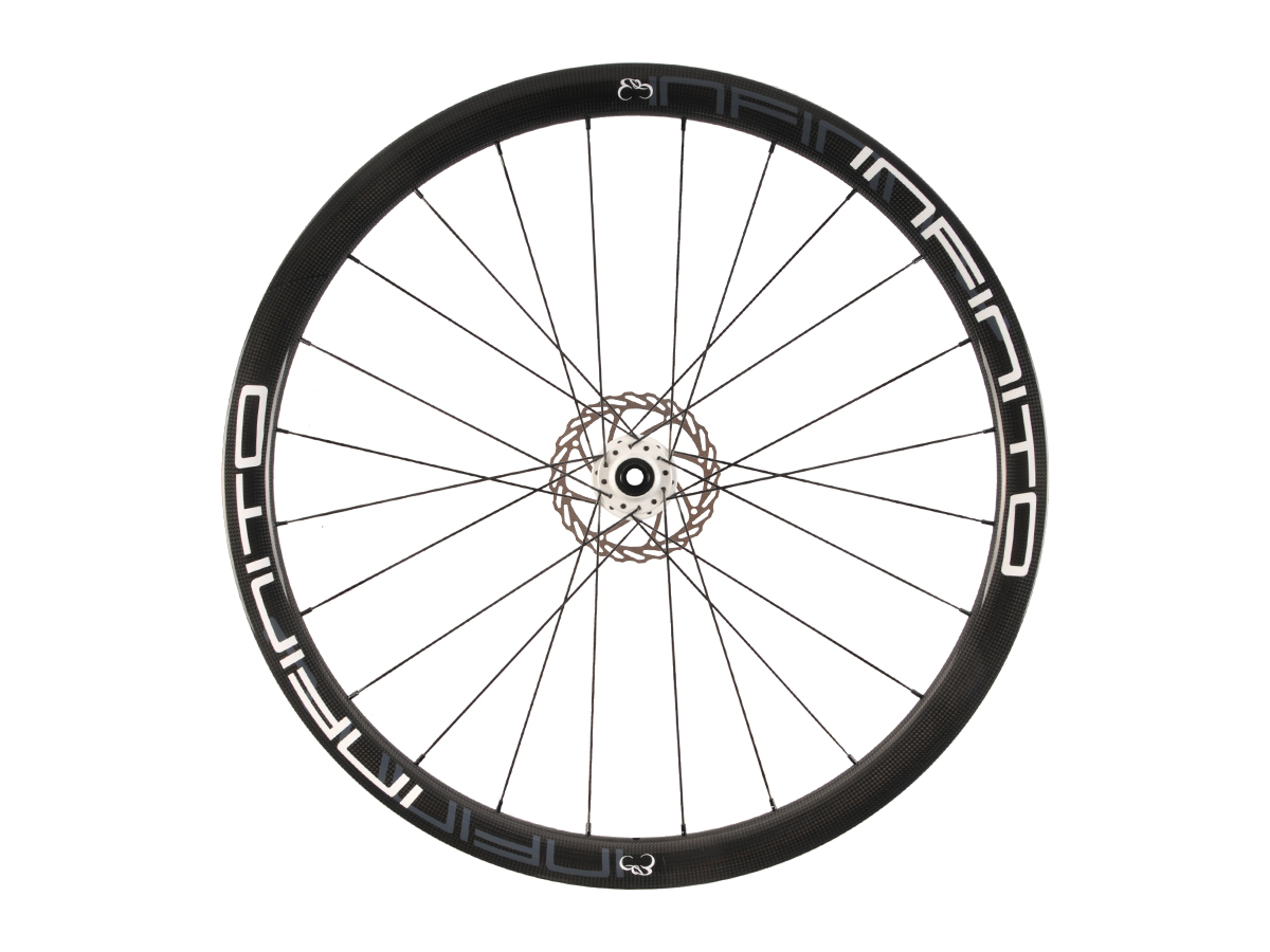 https://infinito-cycling.com/wp-content/uploads/2019/02/D4C-Witte-velg-Witte-naaf-Front-1.jpg