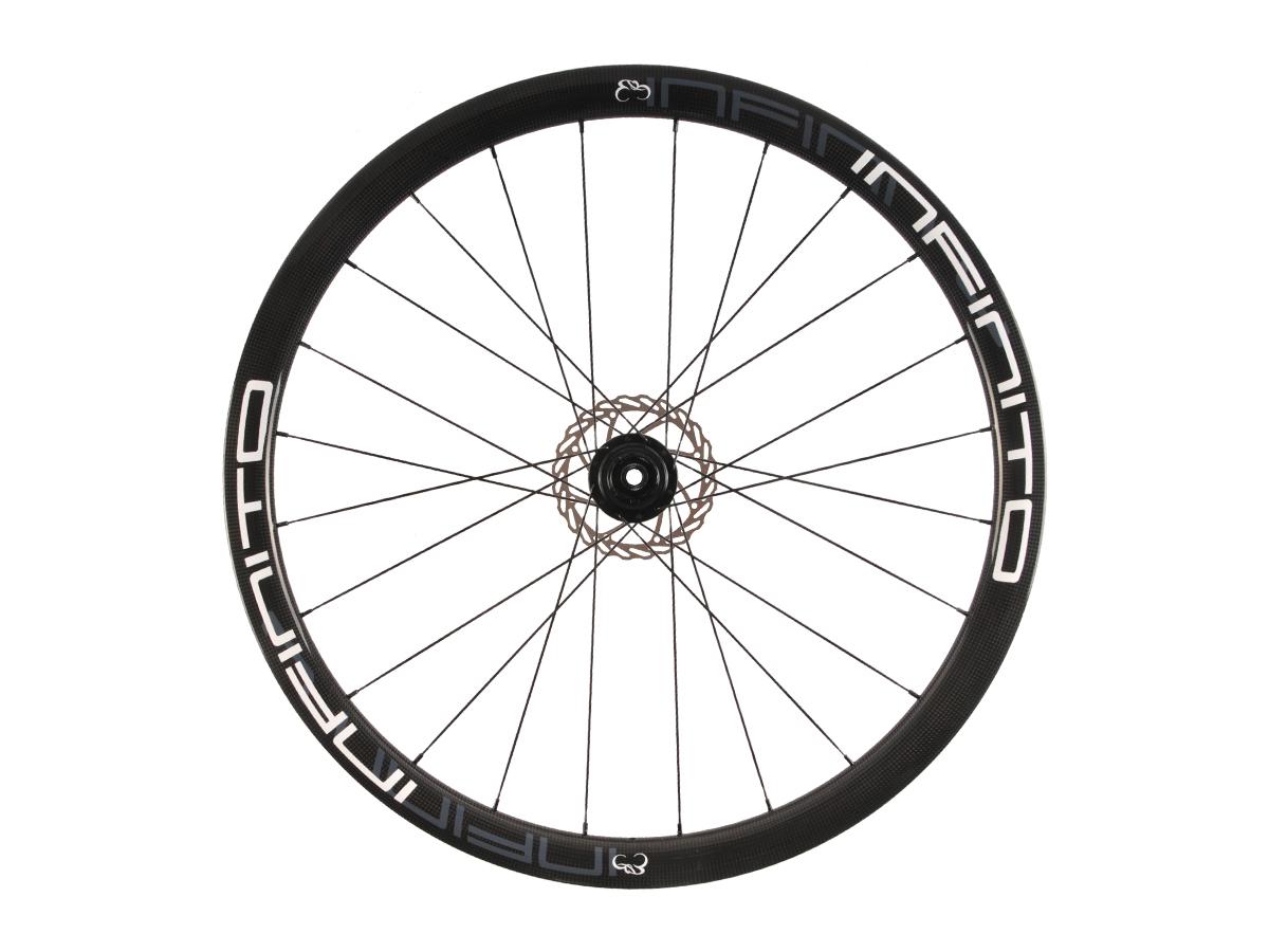 https://infinito-cycling.com/wp-content/uploads/2019/02/D4T-Witte-velg-Zwarte-naaf-Rear-1.jpg