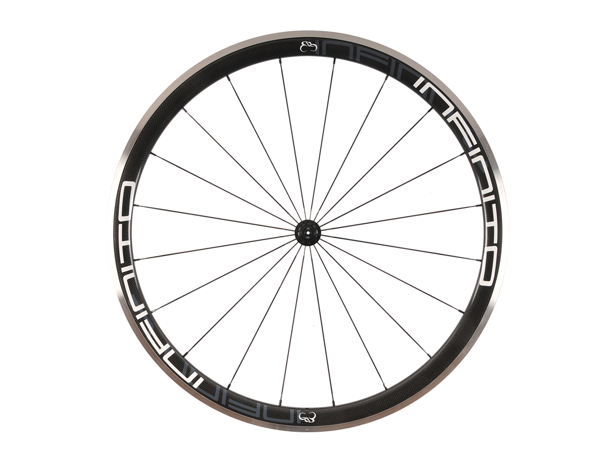 https://infinito-cycling.com/wp-content/uploads/2019/02/R4AC-Witte-velg-Zwarte-naaf-Front-1.jpg