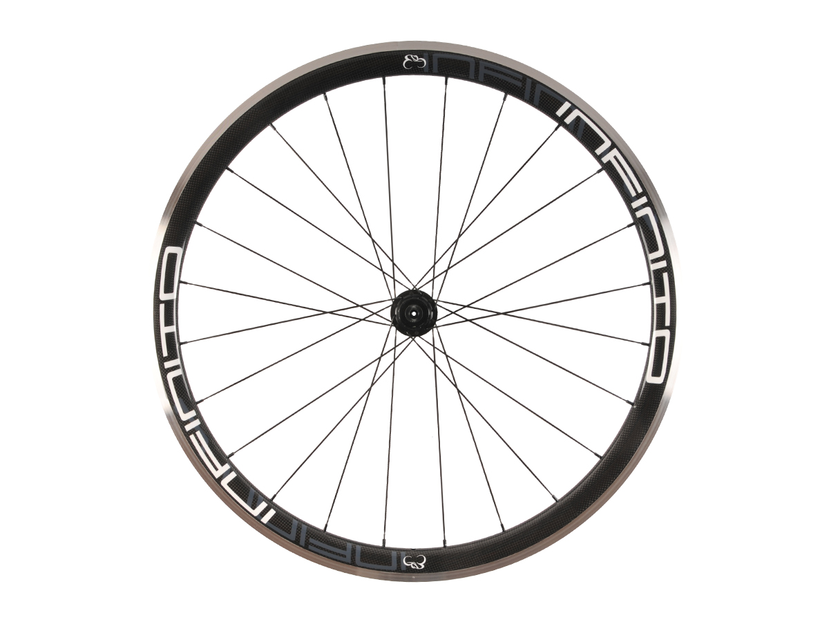 https://infinito-cycling.com/wp-content/uploads/2019/02/R4AC-Witte-velg-Zwarte-naaf-Rear-1.jpg