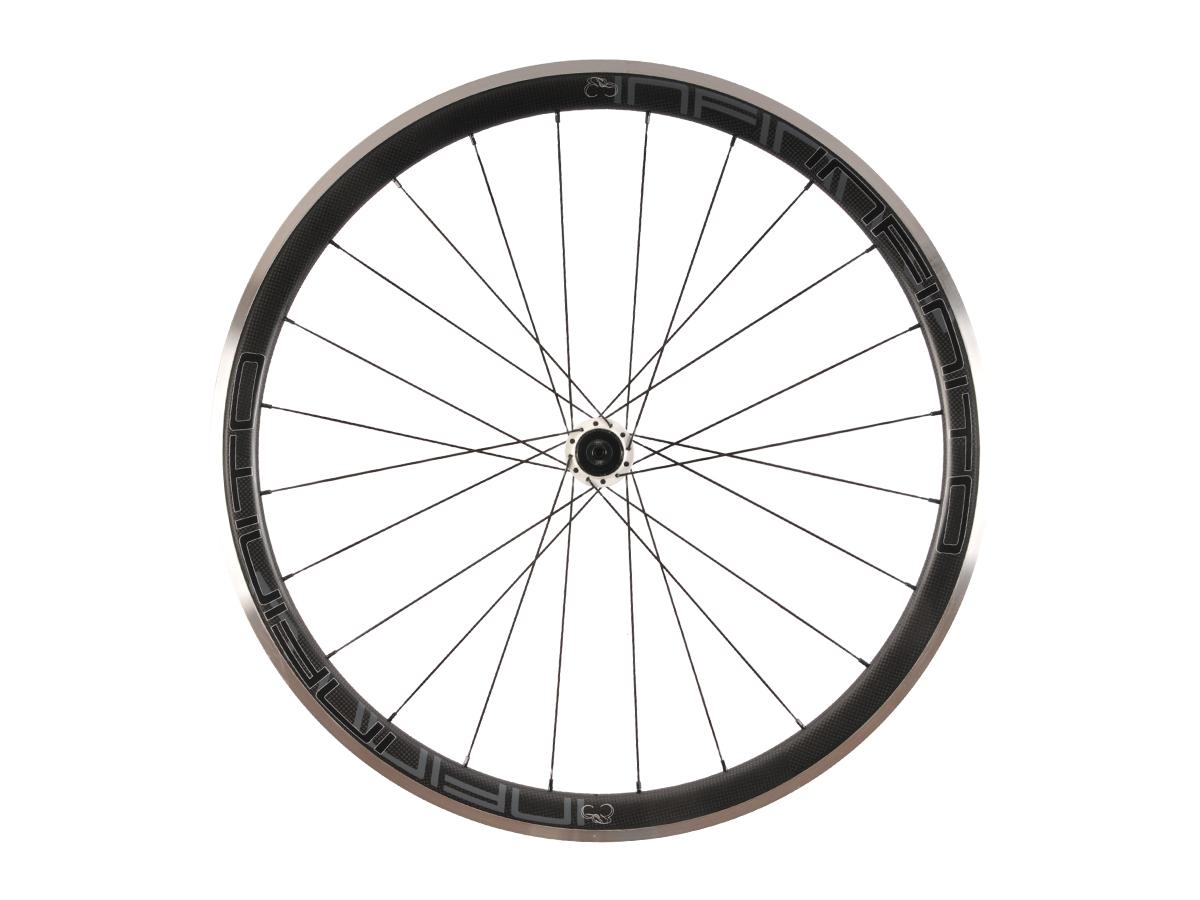 https://infinito-cycling.com/wp-content/uploads/2019/02/R4AC-Zwarte-velg-Witte-naaf-Rear-1.jpg