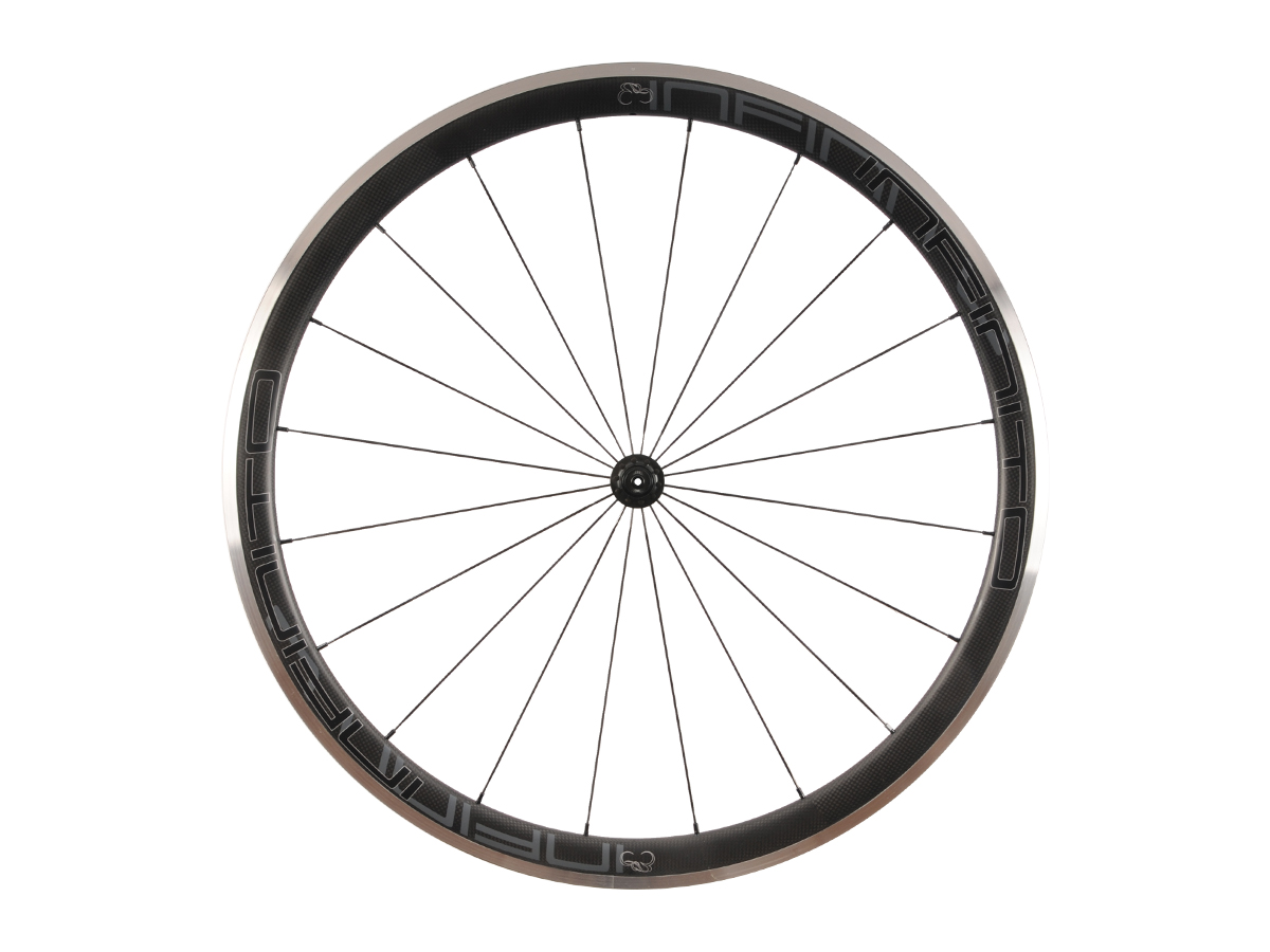 https://infinito-cycling.com/wp-content/uploads/2019/02/R4AC-Zwarte-velg-Zwarte-naaf-Front-1.jpg