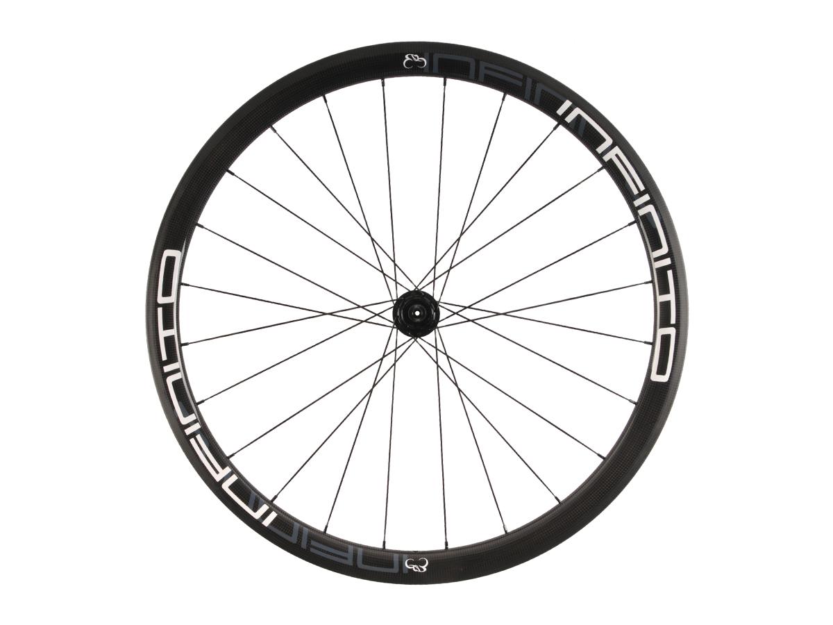 https://infinito-cycling.com/wp-content/uploads/2019/02/R4T-Witte-velg-Zwarte-naaf-Rear-1.jpg