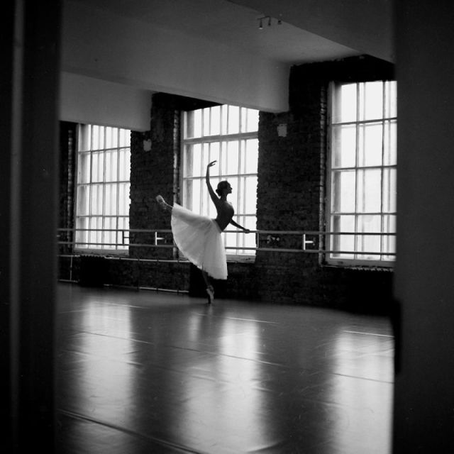Russian-Ballet-photographer-Darian-Volkova-shares-behind-the-stage-life-of-dancers-05