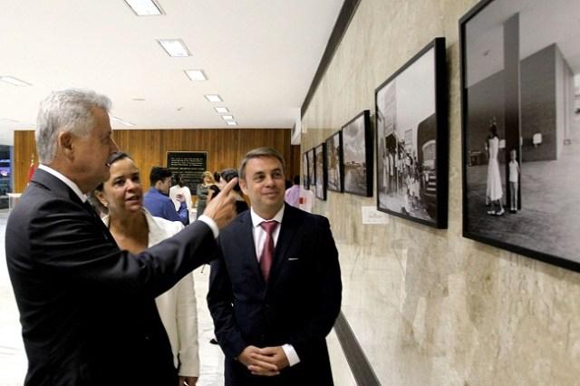 O governador Rodrigo Rollemberg acompanhado da esposa Márcia; e o embaixador da Hungria, Norbert Konkoly (Toninho Tavares/Agência Brasília)