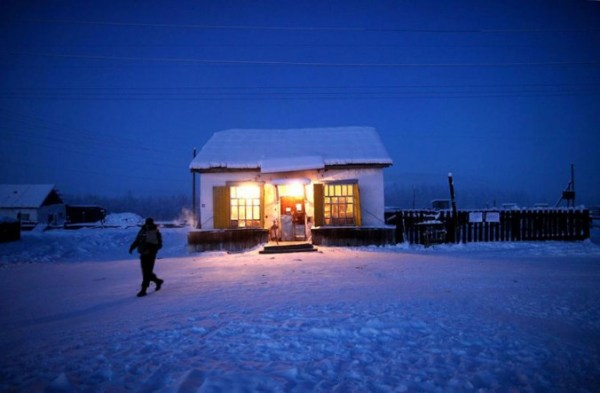 oymyakon-village-in-russia-by-amos-chapple-17-677x443