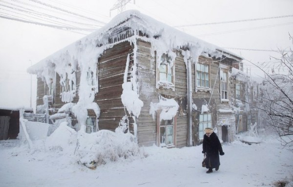 oymyakon-village-in-russia-by-amos-chapple-8-677x431