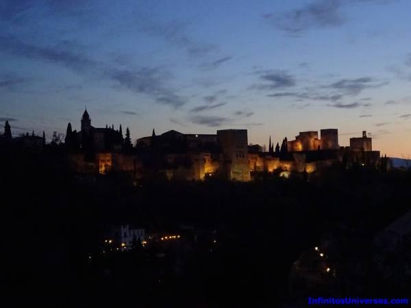 alhambra por la noche