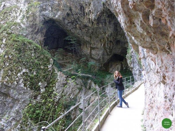 Paseando por los alrededores de la cueva