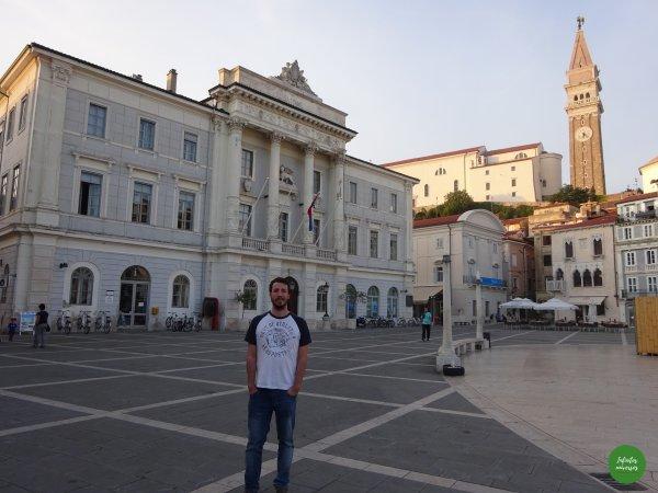 Plaza Tartini con la Iglesia San Jorge al fondo