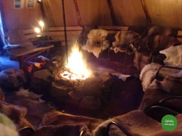 Cabaña típica Sami, Lavvu Renos sami Laponia noruega