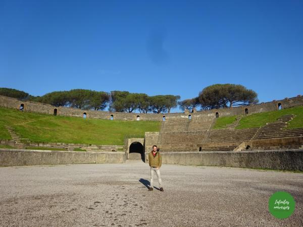 Visita al Parque Arqueológico de Pompeya por libre anfiteatro de pompeya