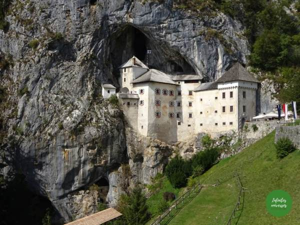 Castillo de Predjama que ver en eslovenia