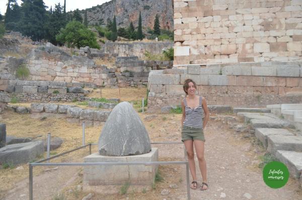 Ónfalo - Qué ver en Delfos (Grecia)