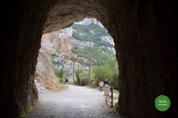 Atravesando el túnel de la Foz de Lumbier